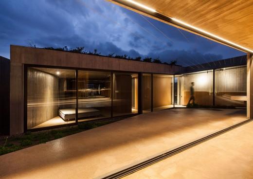 Residence in Megara (2)